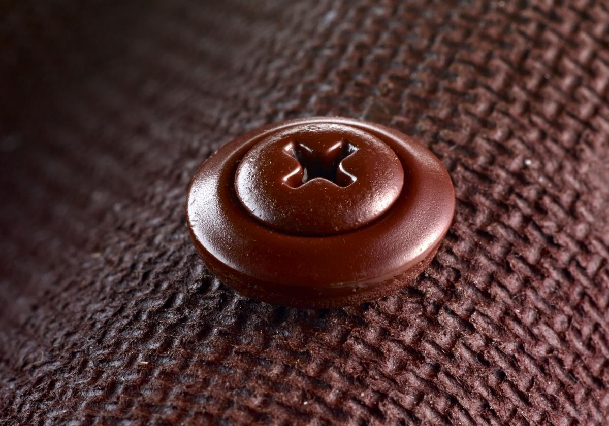 Close up Onduline Classic Red and screw