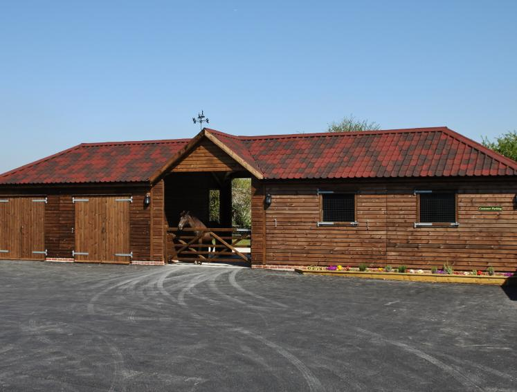 Horse stables by Bulldog Sheds with ONDUVILLA roofing