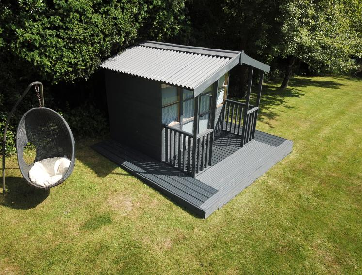 Grey shed summerhouse with grey ONDULINE CLASSIC roofing