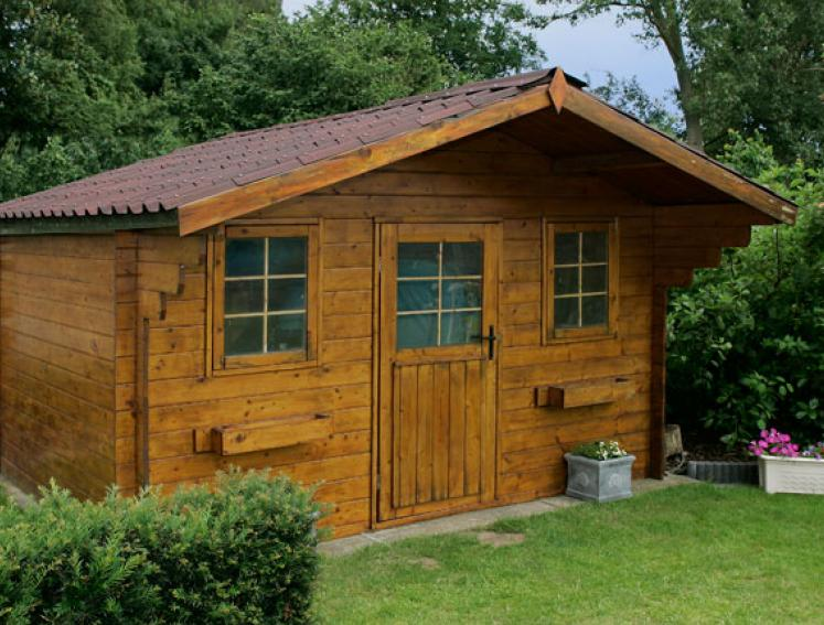 Traditional summerhouse shed with ONDUVILLA roofing sheets
