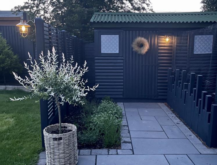 Black shed with green ONDULINE CLASSIC roof sheets