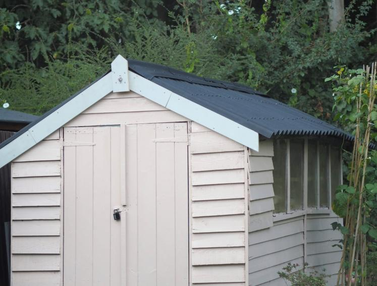 Pastel pink shed with ONDULINE CLASSIC Black roofing sheets